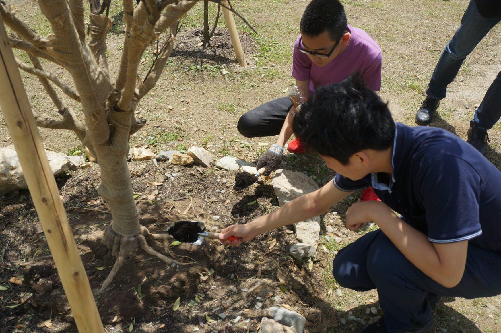 企画コンテストでいただいた樹木記念植樹式典を開催しました